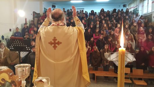 Γρεβενά: Ιδιαίτερη Θεία Λειτουργία στο χώρο του 1ου Γυμνασίου