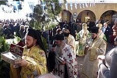 Όσιος Πατάπιος: Κοσμοσυρροή στο Λουτράκι-συγκινημένοι οι πιστοί