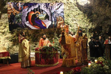 Ξεχωριστή Θεία Λειτουργία στο σπήλαιο Αγίου Ιωάννου του Ερημίτου για τα Χριστούγεννα