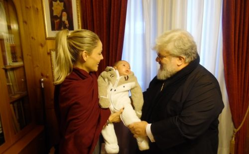 Διδυμοτείχου Δαμασκηνός: «Η Εκκλησία ενισχύει τους νέους γονείς και τα νεογέννητα παιδιά τους»