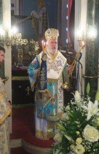 Ο Σύρου Δωρόθεος ιερούργησε και τέλεσε ακολουθίες στη Χώρα της Άνδρου