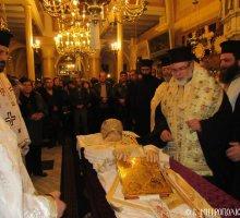 Άφατη θλίψη στη Σύμη-Κλήρος και λαός υποδέχθηκαν το σκήνωμα του Μακαριστού Χρυσοστόμου
