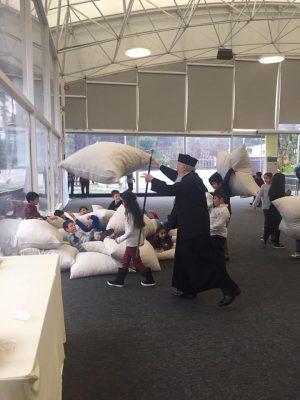 Ο Οικουμενικός Πατριάρχης σε ευχάριστες στιγμές με μαθητές της Ομογένειας