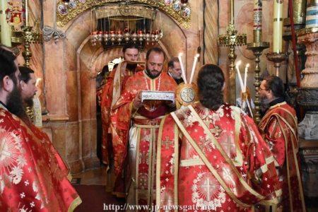 Όρθρος και Θεία Λειτουργία στον Πανάγιο Τάφο