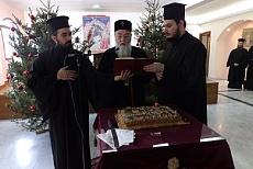 Δώρα στα παιδιά των Ιερέων από τον Κορίνθου Διονύσιο
