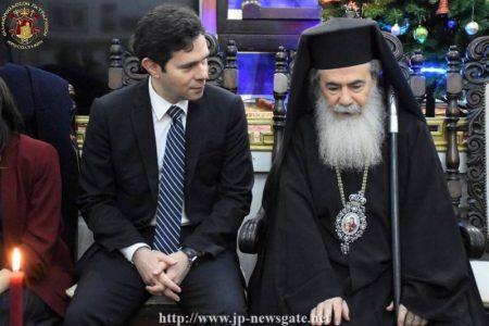 Ο Ιεροσολύμων Θεόφιλος στην κοπή της Βασιλόπιτας στην Ελληνική Λέσχη