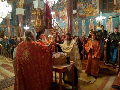 Μεγαλοπρεπώς τιμήθηκε η μνήμη του Αγίου Χαραλάμπους στον Ιερό Ναό του στην Νίκαια