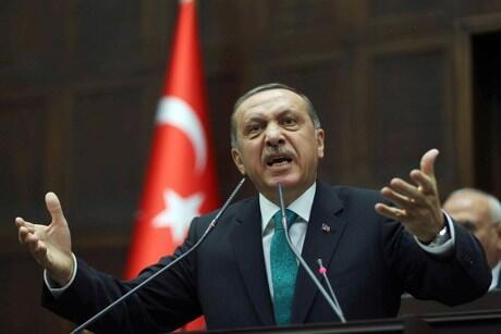 Αισχρή δήλωση Ερντογάν: Η Τουρκία βρίσκεται στην πλευρά της «Μακεδονίας»