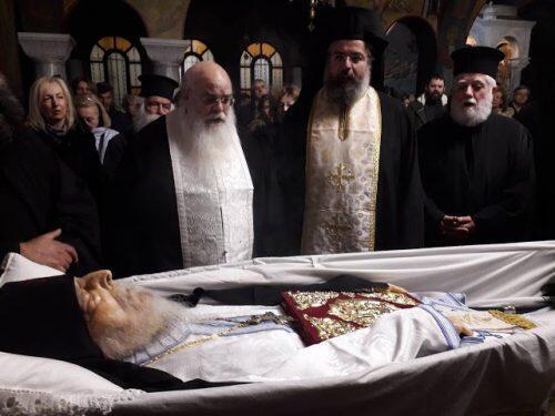Γέροντας Νεκτάριος Βιτάλης: Χιλιάδες πιστοί αποχαιρετούν τον χαρισματούχο γέροντα