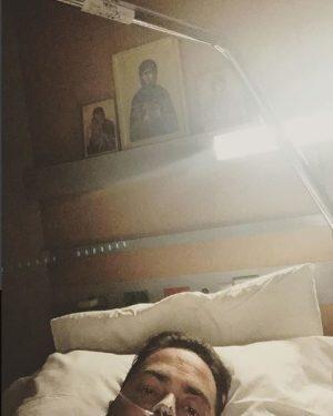 Ο Ηλίας Βρεττός έχει τις εικόνες της Παναγίας και της Αγίας Φιλοθέης στο προσκεφάλι του
