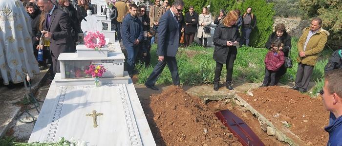 Άφατη θλίψη στην Εξόδιο Ακολουθία του π. Κωνσταντίνου Κουσούκη