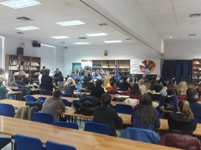 Ο Δημητριάδος Ιγνάτιος καλωσόρισε μαθητές από το Πρόγραμμα Erasmus στο Συνεδριακό Κέντρο