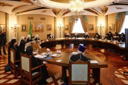 Συνεδρία του Ανώτατου Εκκλησιαστικού Συμβουλιου υπό την προεδρία του Πατριάρχη Κυρίλλου