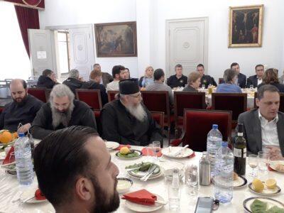 Γεύμα ευχαριστίας από τον Αρχιεπίσκοπο Κύπρου Χρυσόστομο