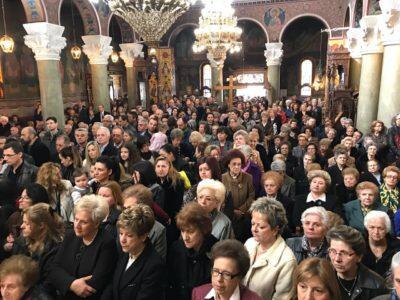 Κυριακή της Σταυροπροσκυνήσεως στη Λάρισα
