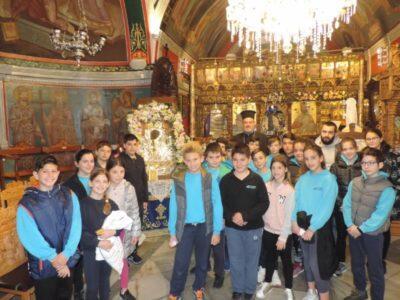 Μαθητές Δημοτικού προσκύνησαν την Εικόνα της Παναγίας της Τουρλιανής