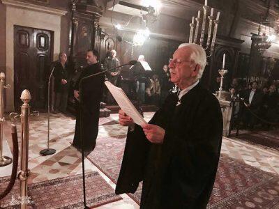 """Με κατάνυξη τελέστηκε η Β' Στάση των Χαιρετισμών προς την Υπεραγία Θεοτόκο το απόγευμα της Παρασκευής 2 Μαρτίου 2018, στο Ιερό Προσκύνημα του Αγίου και Θαυματουργού Σπυρίδωνος. Το θείο λόγο κήρυξε ο Πανοσιολ. Αρχιμ. Ιουστίνος Κωνσταντάς, Πρωτοσύγκελος της Ιεράς Μητροπόλεως Κερκύρας, ο οποίος παίρνοντας αφορμή από το στίχο """"Χαίρε η γη της επαγγελίας, χαίρε εξ ης ρέει μέλι και γάλα"""", επεσήμανε ότι η Παναγία μας παρομοιάζεται με την υποσχεθείσα από τον Θεό γη της επαγγελίας, στους Ισραηλίτες, μετά την σαραντάχρονη πορεία τους μέσα στην έρημο και αφότου ελευθερώθηκαν από την Φαραωνική τυραννία. Η Κυρία Θεοτόκος είναι Εκείνη που κατέστη σκεύος του Παναγίου Πνεύματος. Μέσα στα σπλάχνα Της έλαβε την ανθρώπινη σάρκα ο Υιός και Λόγος του Θεού, το δεύτερο Πρόσωπο της Αγίας Τριάδος. Επιπροσθέτως από την Θεοτόκο ρέει μέλι και γάλα, όπου αμφότερα συμβολίζουν την ζωή. Ο άνθρωπος που πιστεύει στον Χριστό ζει αιώνια. Ακόμη και ο θάνατος είναι πέρασμα στην όντως ζωή, στην πρόγευση της Βασιλείας των Ουρανών. Καταλήγοντας ο π. Ιουστίνος ευχήθηκε, δια πρεσβειών της Παναγίας μας, να ανοίξουμε τις καρδιές μας στο Χριστό, πορευόμενοι την οδό της σωτηρίας και του αγιασμού."""