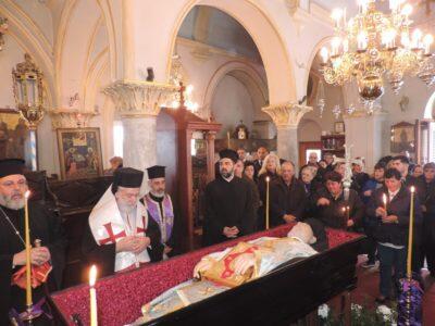 Άφατη θλίψη στη Μύκονο-Κλήρος και λαός υποδέχθηκαν τη σορό του Ηγουμένου Αρχιμ. Φιλαρέτου Γεοντάρη