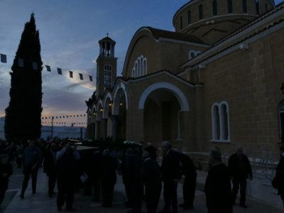 Παραλίμνι: Κυριακή της Σταυροπροσκυνήσεως στον Μητροπολιτικό Αγίου Γεωργίου
