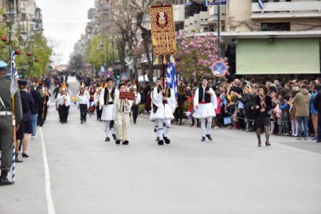 Πλήθος πιστών στην εορτή του Ευαγγελισμού της Θεοτόκου στη Λάρισα