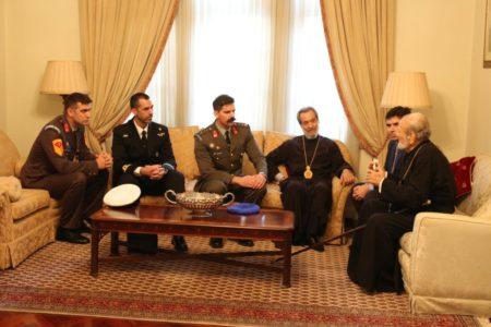 Στον Αρχιεπίσκοπο Αυστραλίας οι Εύζωνες της Προεδρικής Φρουράς