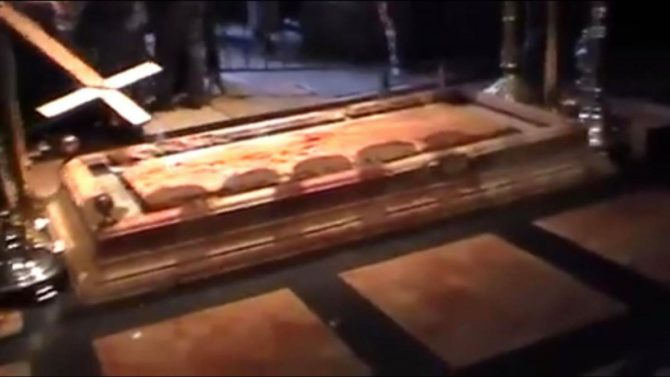 Μάτωσε η πλάκα της Αγίας Αποκαθήλωσης στα Ιεροσόλυμα