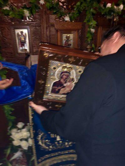 Μύρο αναβλύζει από την εικόνα της Θεοτόκου στη Χαβάη όλη τη Μεγάλη Εβδομάδα