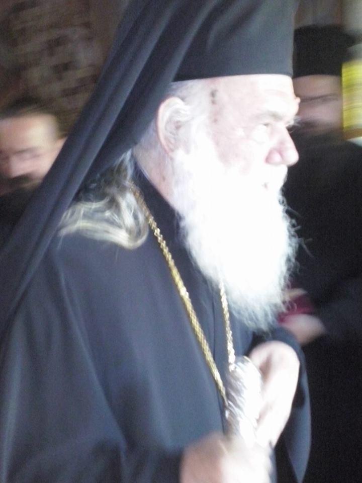 Συγκινημένος ο Αρχιεπίσκοπος στην Εξόδιο Ακολουθία του π. Δημήτριου Ταγκαλέγκα