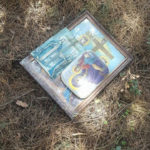 Φρίκη στη Σάμο: Πέταξαν εικόνες και έσκισαν την Ελληνική Σημαία σε εκκλησάκι