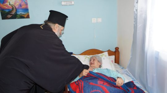 Ένας Ποιμενάρχης που δίνει ζωή και χαρά στις μητέρες μας και γιαγιάδες μας