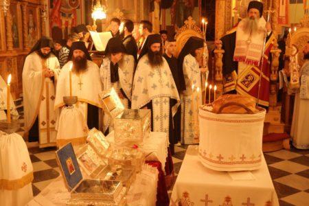 Μετεώρων Θόκλητος και πλήθος πιστών υποδέχθηκαν τα Ιερά Λείψανα των Οσίων Μετεωριτών Πατέρων