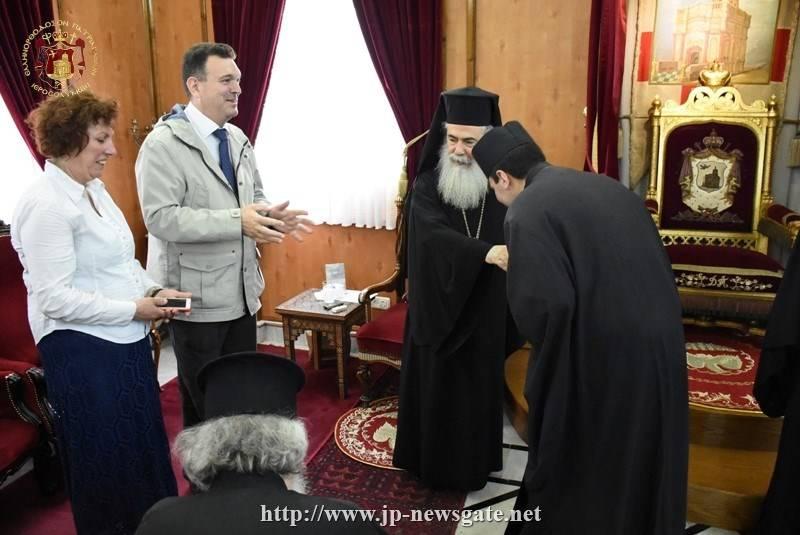 Ρασοφορία Δοκίμου Κωνσταντίνου Παπαδόπουλου από τον Πατριάρχη Ιεροσολύμων