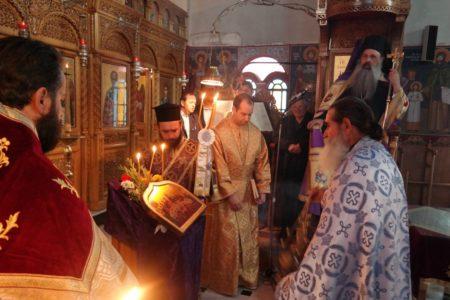 Ο Μετεώρων Θεόκλητος στο χωριό Της Σαρακίνας για την Ακολουθία του Νιπτήρος