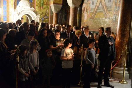 Χιλιάδες πιστοί στην Πάτρα προσκύνησαν τον Εσταυρωμένο