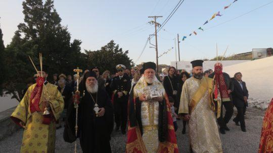 Ερμούπολη: Κοσμοπλημμύρα στην υποδοχή της Τιμίας Κάρας του Αγίου Παντελεήμονος