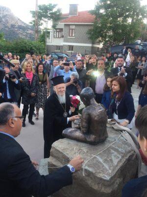 Ίμβρος: Τα αποκαλυπτήρια του αγάλματος ΄΄Ο Οικουμενικός Πατριάρχης Μαθητής΄΄