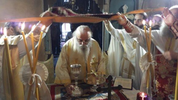 Θεία Λειτουργία στη γραφική Ιερά Μονή Αγίου Νικολάου Κορομηλιάς