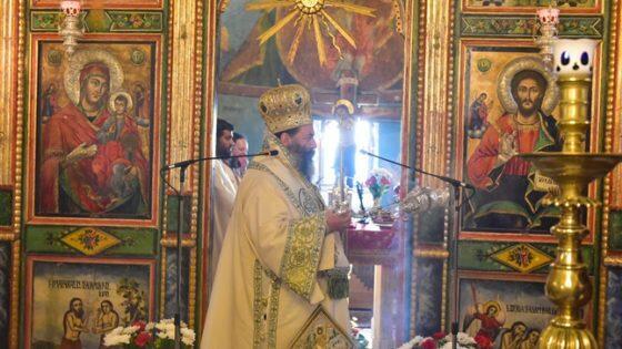 Αρχιερατική Θεία Λειυουργία στον Ιερό ναό Αγίου Νικολάου - Λαγυνών
