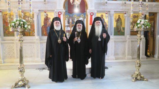 Σύρου, Μεσογαίας και Ιλίου συνιερούργησαν στον Ιερό Ναό του Χριστού, στα Σπάτα
