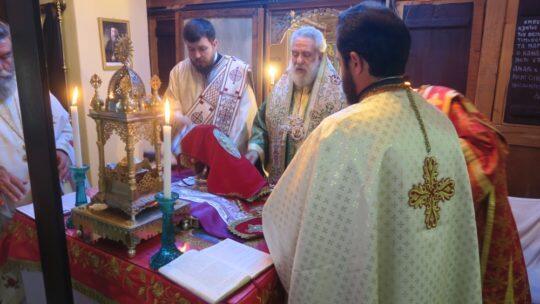 Στην απομακρυσμένη περιοχή του Κάβο Ντόρο ιερούργησε ο Σύρου Δωρόθεος
