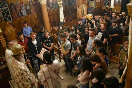 Μαθητική Νυκτερινή Θεία Λειτουργία στη Μητρόπολη Κισάμου