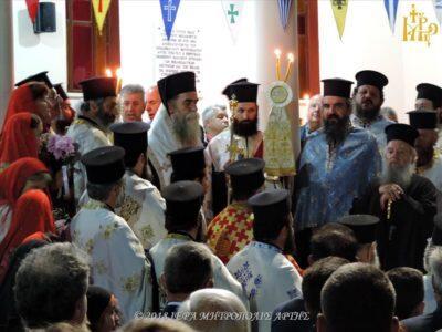 Άρτα: Κοσμοπλημμύρα στον Πανηγυρικό Εσπερινό του Αγίου Θεράποντος στους Αγίους Αναργύρους