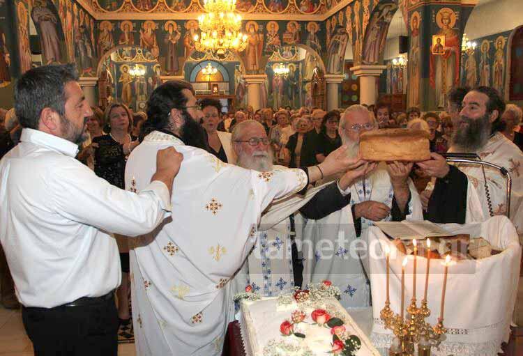 Κωνσταντίνου και Ελένης - γιορτή: Κοσμοπλημμύρα στον Ναό Κωνσταντίνου και Ελένης Καλαμπάκας