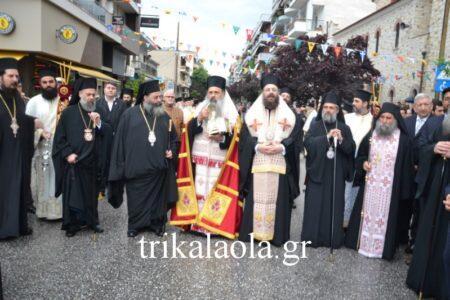 Τα Τρίκαλα αψήφησαν τη βροχή και τίμησαν μεγαλοπρεπώς τον Άγιο Βησσαρίωνα
