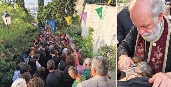 Λυκαβηττός: Χιλιάδες πιστοί για τον θαυματουργό Τίμιο Σταυρό - Συνεχίζονται τα θαύματα
