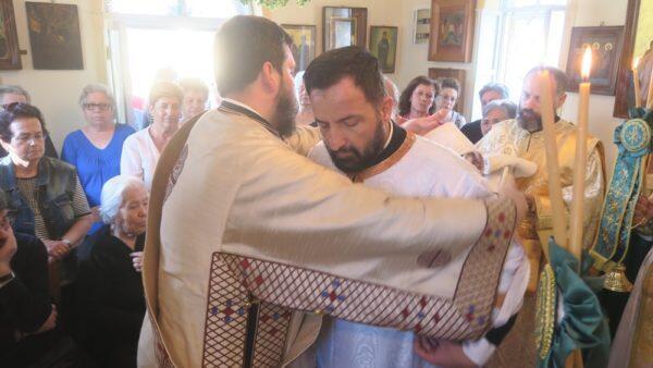 Σύρος: Στον Ναό του Αγίου Θεράποντος ο Μητροπολίτης Δωρόθεος - Χειροτονία Διακόνου
