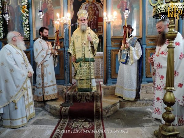 Άρτα: Πανηγυρική Λειτουργία στον Ναό των Αγίων Κωνσταντίνου και Ελένης