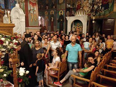 Συγκλονιστικές στιγμές στο Λαγκαδά: Ο Φιλίππων Στέφανος και χιλιάδες πιστοί προσκυνούν το θαυματουργό Τίμιο Σταυρό