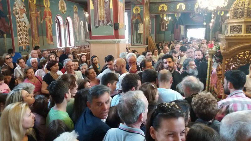 Λαγκαδάς - Τώρα: Χιλιάδες πιστοι προσέρχονται για το θαυματουργό Τίμιο Σταυρό