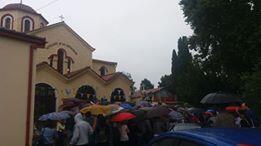 Λαγκαδάς - Τώρα: Ουρές χιλιομέτρων παρά την βροχόπτωση - Συνεχίζει να θαυματουργεί ο Τίμιος Σταυρός